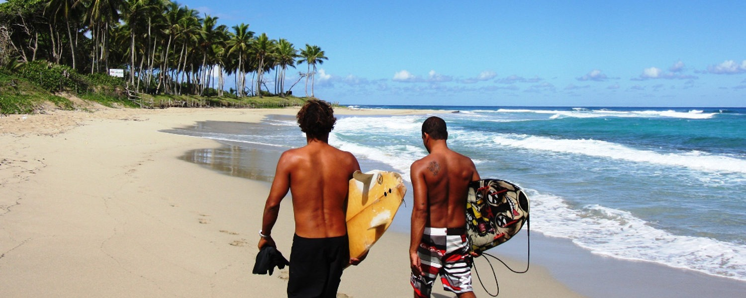 Walk-to-the-surf-from-Hooked-Cabarete