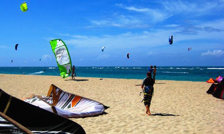 kite surfing at kite beach Cabarete